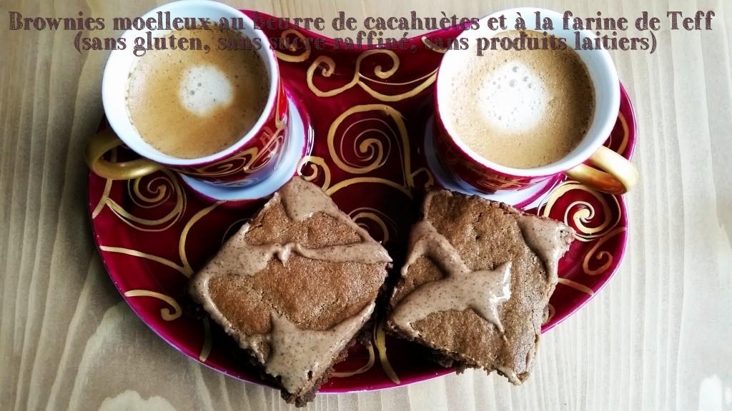 Avec un bon café pour les adultes ou un jus de fruits pour les petits, ces brownies au beurre de cacahuète sont délicieux !