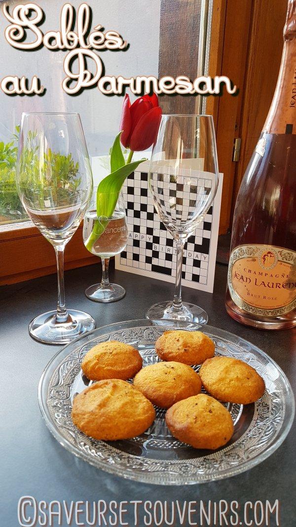 Mes Sablés au Parmesan accompagneront parfaitement votre Champagne ou votre vin pétillant préféré. Faciles à faire quand une envie subite vous prend, ils seront prêts et sur la table en 10 minutes environ !