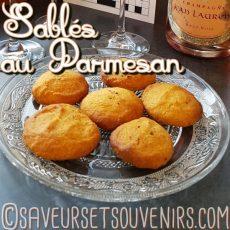 Mes Sablés au Parmesan peuvent être aromatisés avec ce que vous avez sous la main : Piment d'Espelette ; paprika ; herbes de Provence ; romarin ; estragon... Ici j'avais du paprika doux, ce qui a donné une jolie couleur et une agréable saveur boisée