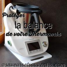Une astuce toute simple pour protéger la balance de votre Thermomix: nettoyer les pieds et placez-le sur une planche à découper en plastique !